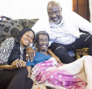Dino Melaye visits ailing veteran actor/broadcaster, Sadiq Daba, gifts him N1m