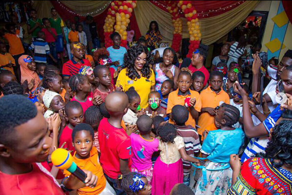 5a256f28d4e03 - Empress Njamah birthday celebration with the less privileged