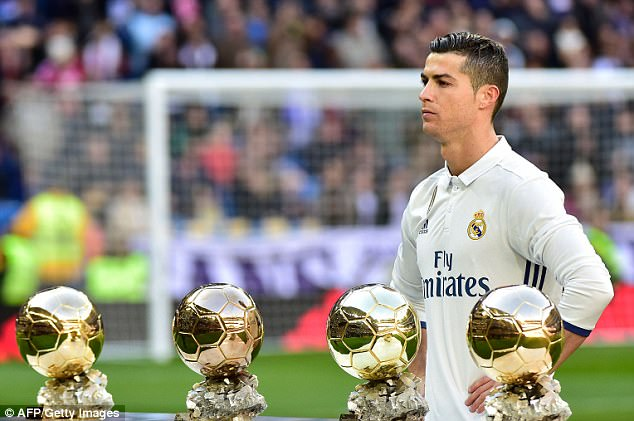 Cristiano Ronaldo and family fly to Paris as he prepares to pick up his fifth Ballon d'Or award (Photos)