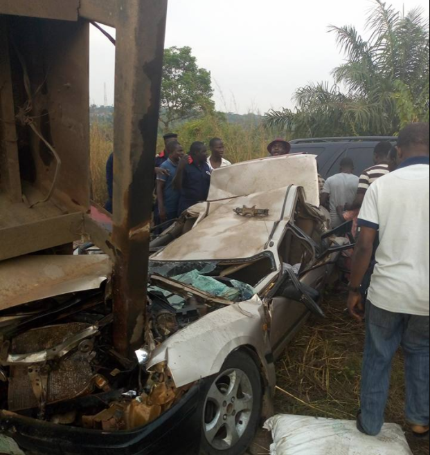4 people miraculously crawl out alive from car after truck fell on it in Ogun state (photos/video)