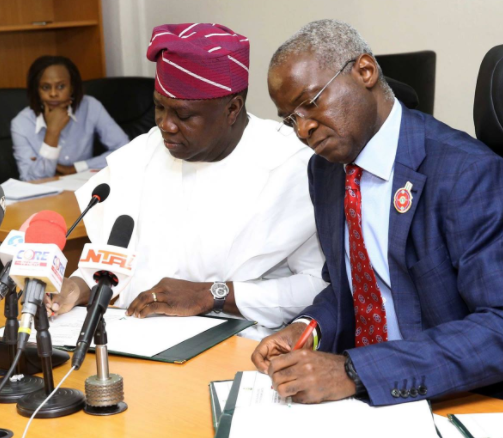Photos: Fashola visits his sucessor, Akinwunmi Ambode, signs final papers for the handing over of the Presidential Lodge, Marina to the Lagos state government
