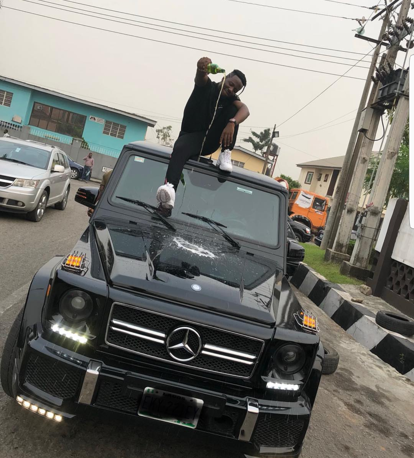 Photo; Nigerian rapper, Zoro shows off his newly acquired G-Wagon