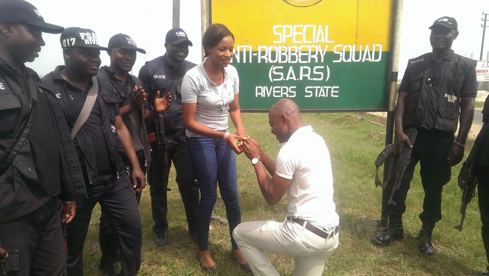Photos: Man proposes to his girlfriend at SARS headquarters in Rivers state