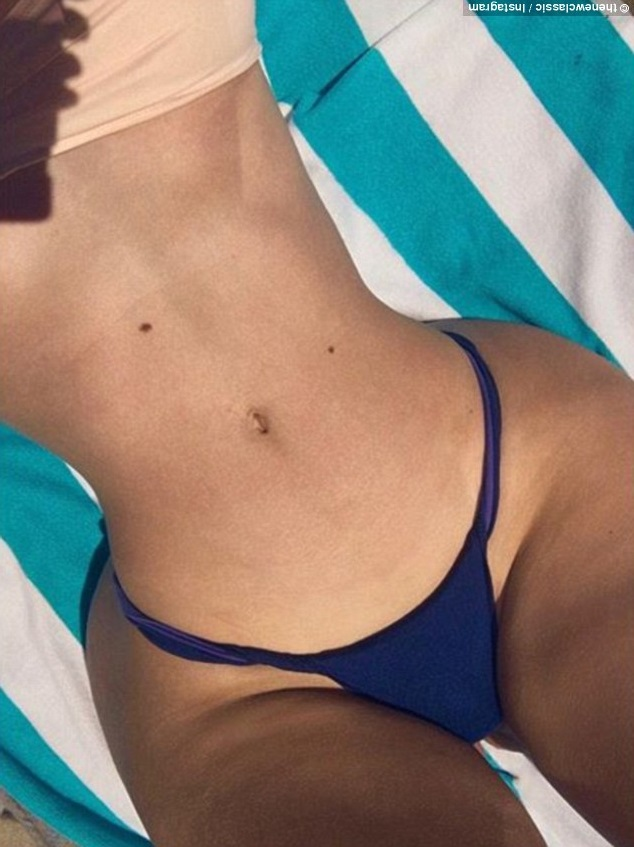 Iggy Azalea strips off to G-string bikini to showcase her curvaceous body?(Photo)
