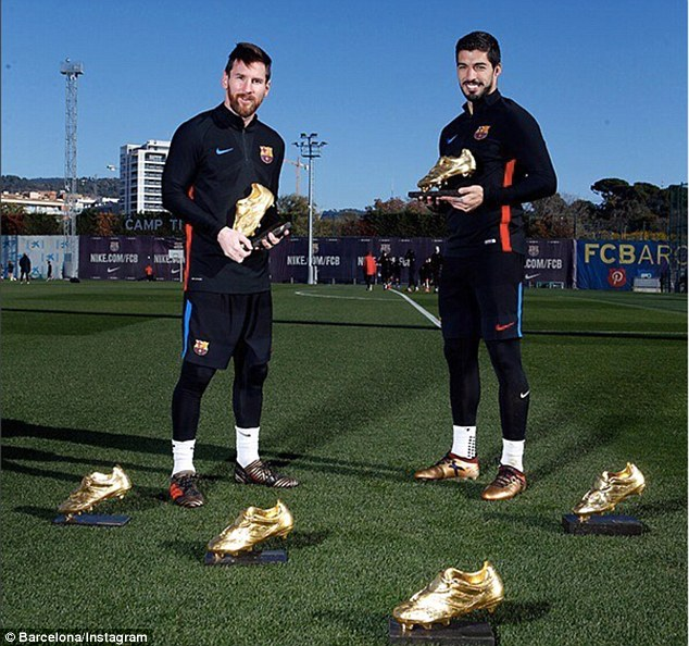 Barcelona stars Lionel Messi and Luis Suarez pose with their Golden Shoe trophies (Photos)