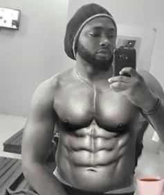 Uti Nwachukwu flaunts his six-packs bod in sexy new photo