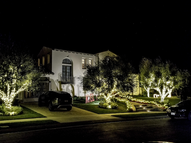 The Christmas light at Iggy Azalea