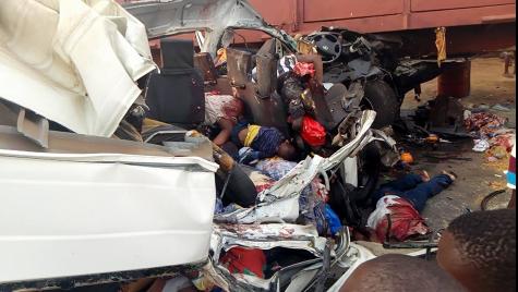 Very Gaphic photos! All passengers die as their bus hit a truck along Lagos-Benin expressway