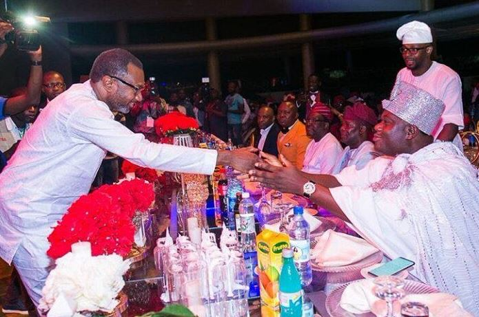 Photo: Femi Otedola greets Ooni of Ife with a handshake but social media thinks its wrong!