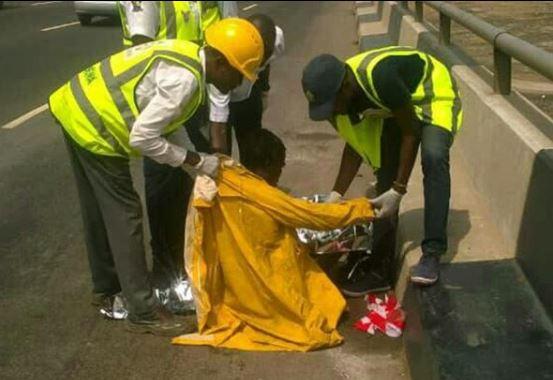 Photos:?LASEMA rescues homeless man from mud under Third Mainland Bridge