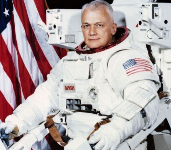NASA Astronaut,?Bruce McCandless, who made first space flight, dies at 80