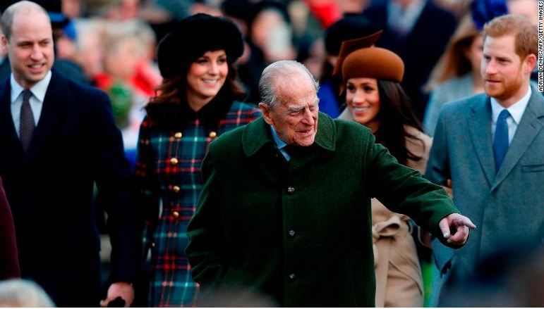 Photos:?Prince Harry and Meghan Markle attend Christmas Day service with the?Royal Family?