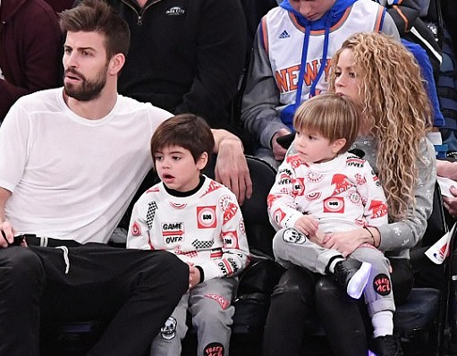 Shakira and Gerard Piqu? spotted with their sons at the Christmas game in New York City (Photos)