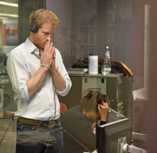 """""""Kim or Khloe,"""": Prince Harry quizzes Barack Obama in rapid-fire exchange and it"""