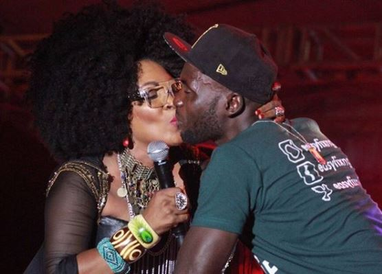 Photo: Randon fan gets a kiss from Muma Gee as she performed on stage