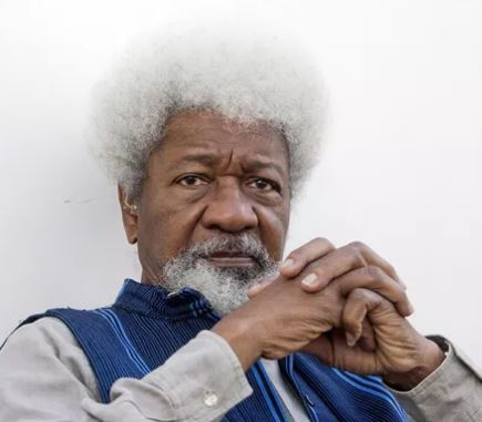 Nigerians on social media call out Wole Soyinka for not criticizing President Buhari