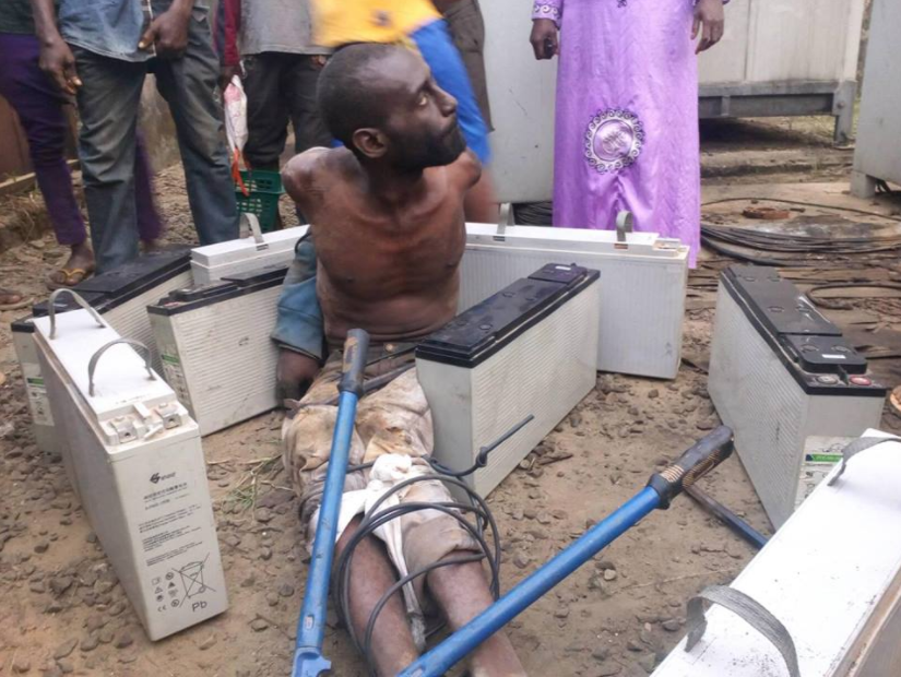 Man caught stealing batteries from a GLO mast in Lagos
