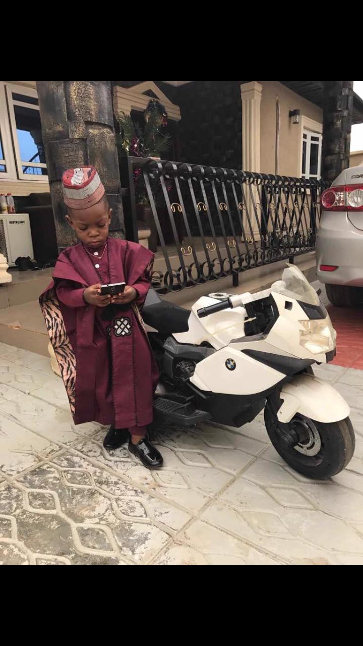 2 year old boy recreates Ebuka