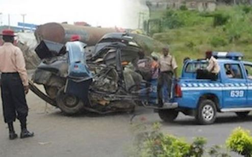 New Year Eve Tragedy: 5 People die along?Lagos-Ibadan expressway