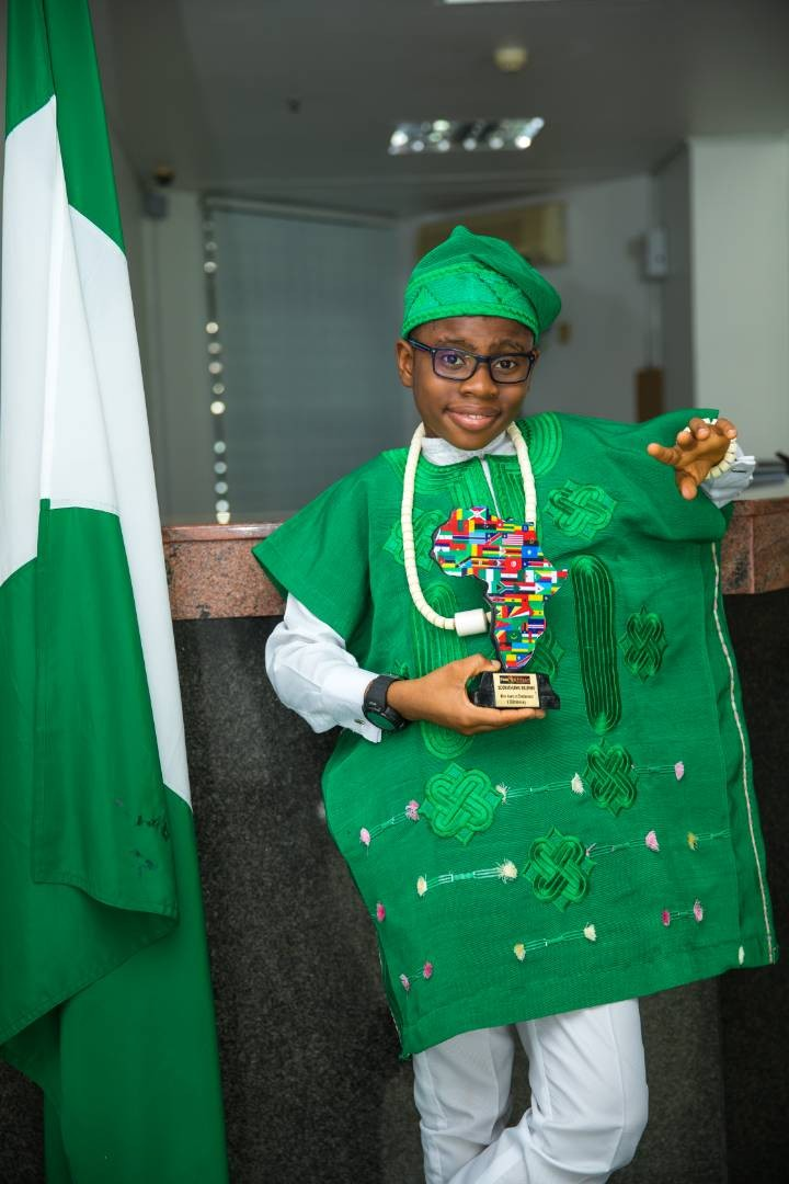 Video: Kid star, OzzyBee bagged international award, stunned audience with an impeccable speech
