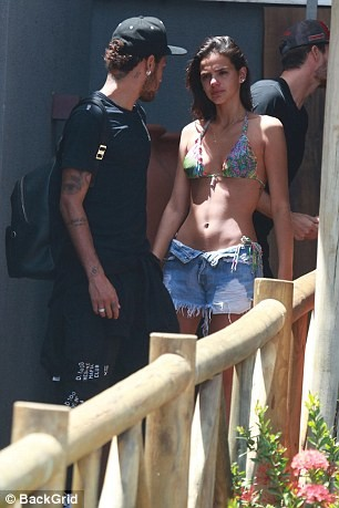 PSG star Neymar packs on PDA with girlfriend Bruna Marquezine as they holiday in Brazil (Photos)