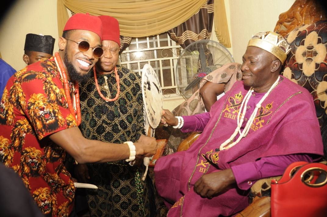 Exclusive Photos:?Dbanj becomes a chief in?Imo state