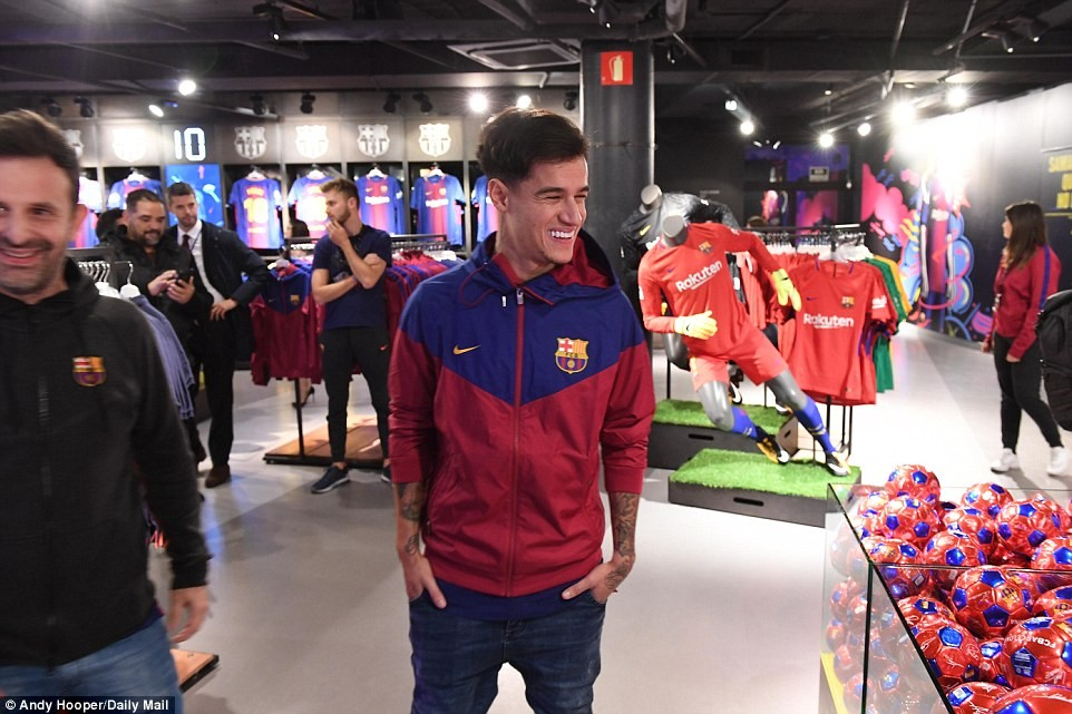 Barcelona unveils ?145m record signing Philippe Coutinho  (Photos)