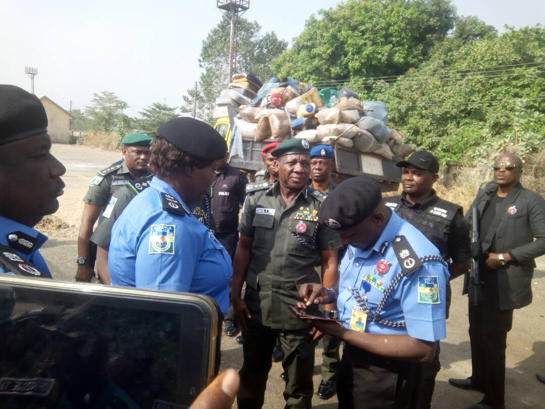 Herdsmen crisis: Inspector General of Police, Ibrahim Idris, arrives Benue state (photos)