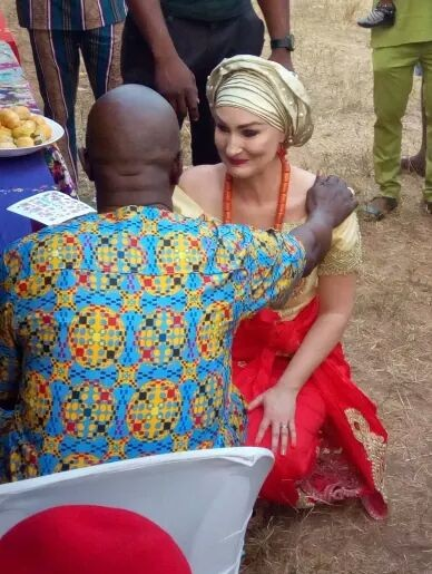Viral photo of  a Nigerian man and his German Doctor wife at their traditional marriage