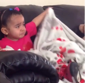 Aww! Watch as this little girl starts to cry after Mufasa died in Lion King