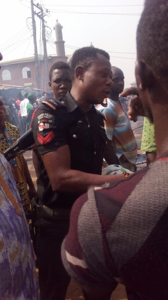 Brave Nigerian Police officer praised for preventing cylinders from exploding during fire incident at gas shop (photo)