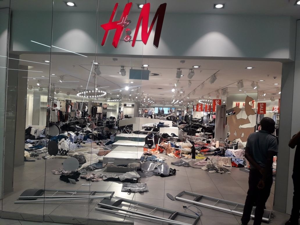 South Africans vandalize H&M shops over recent