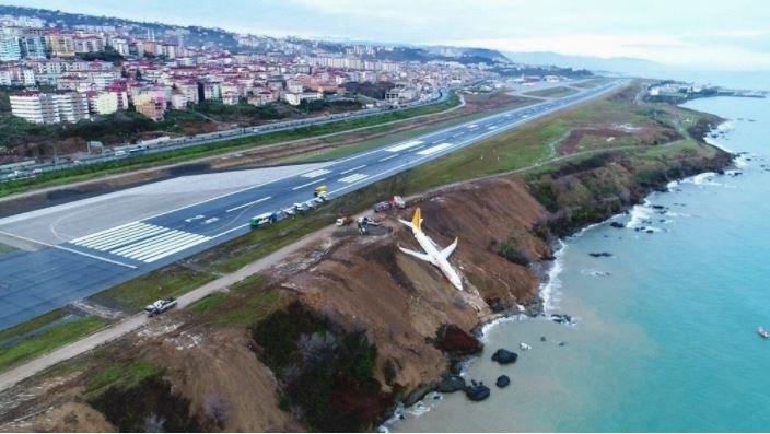 Plane carrying 162 passengers skids off a runway and ends up stopping just feet from a sea in Turkey (Photos)