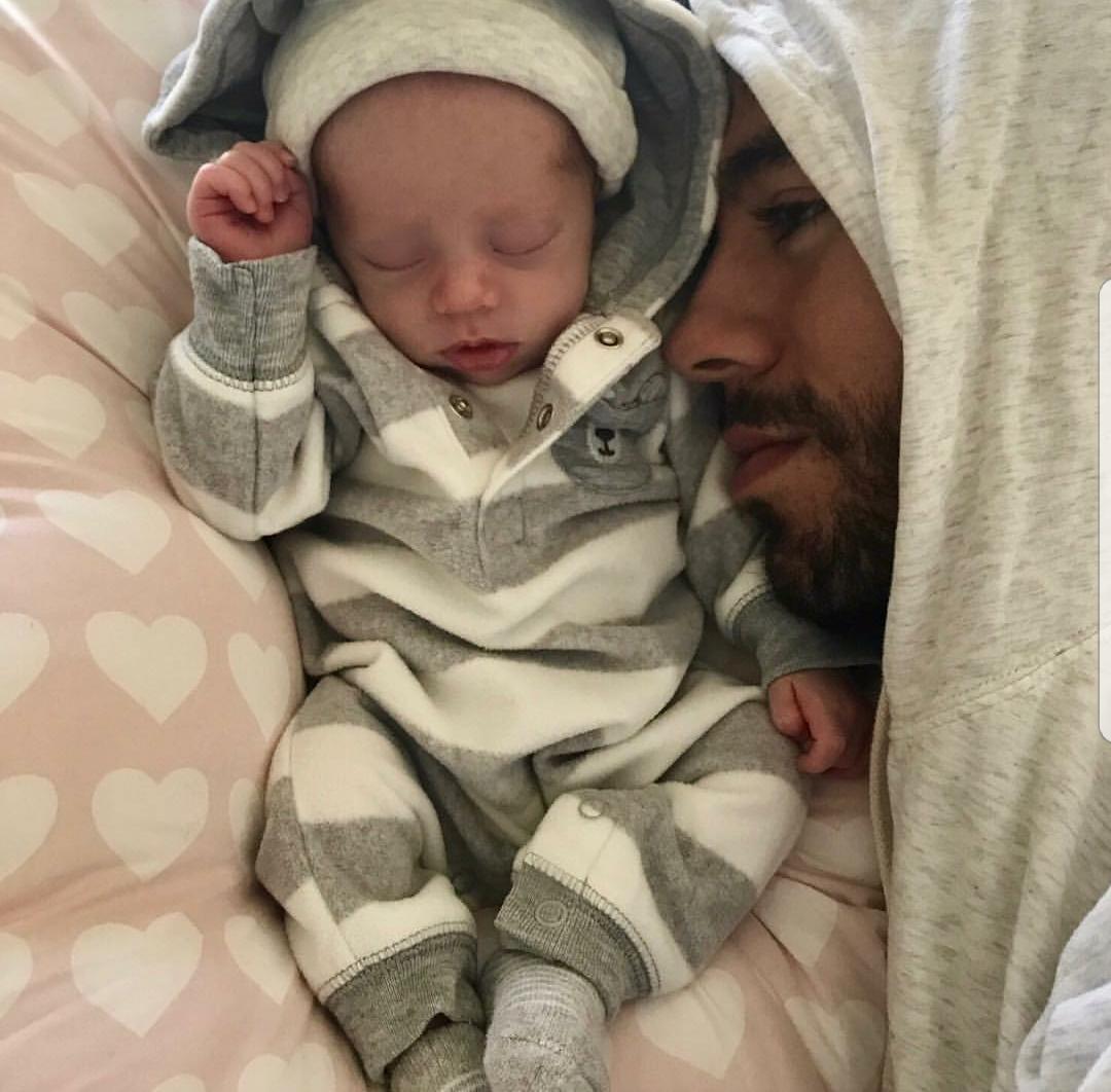 Enrique Iglesias & Anna Kournikova share first photos of their twins