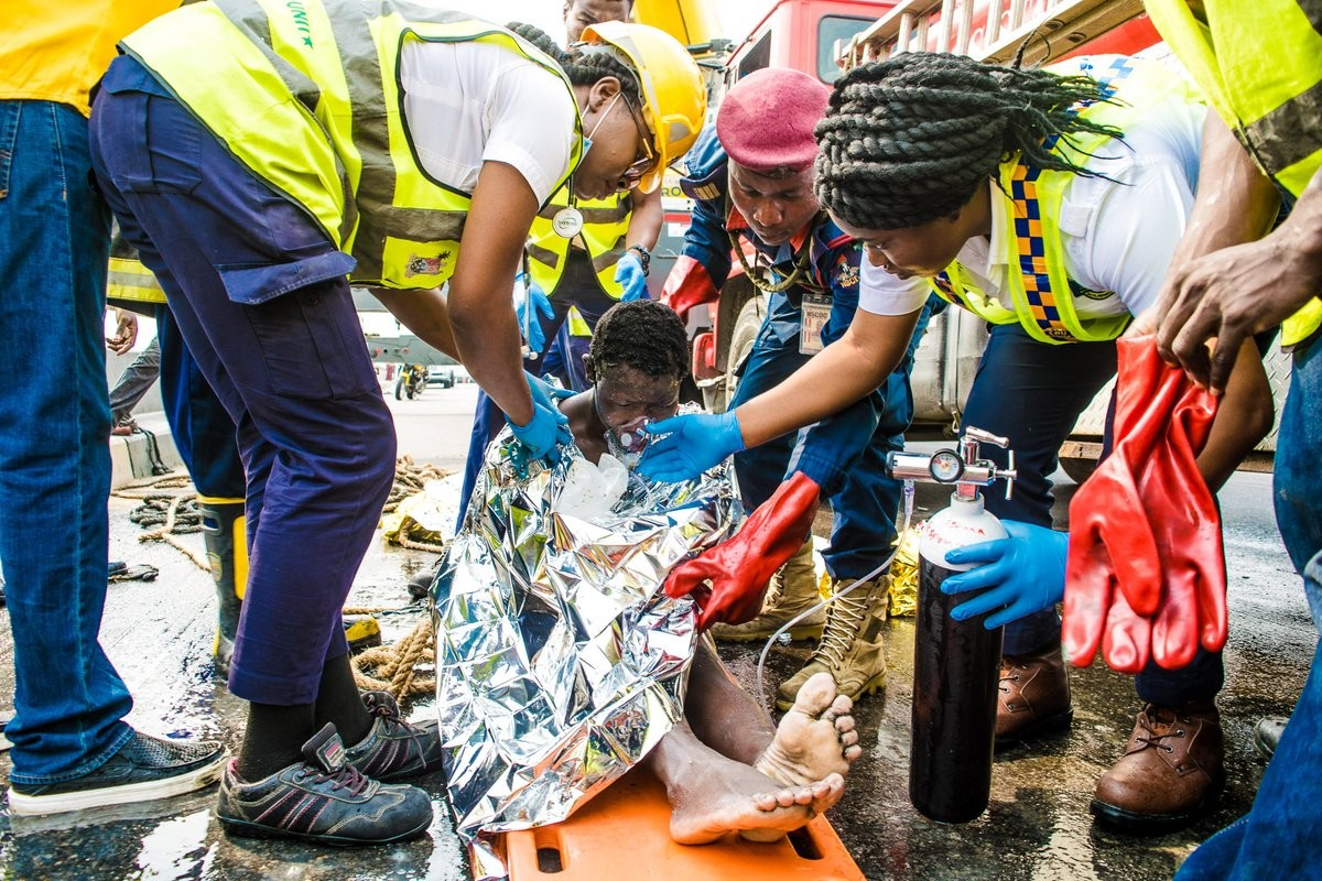 Photos: LASEMA Response Unit rescue woman trapped in the mud under Third Mainland Bridge