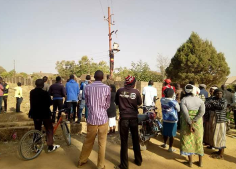Thief electrocuted while trying to steal from an electric pole in Jos (graphic photos)