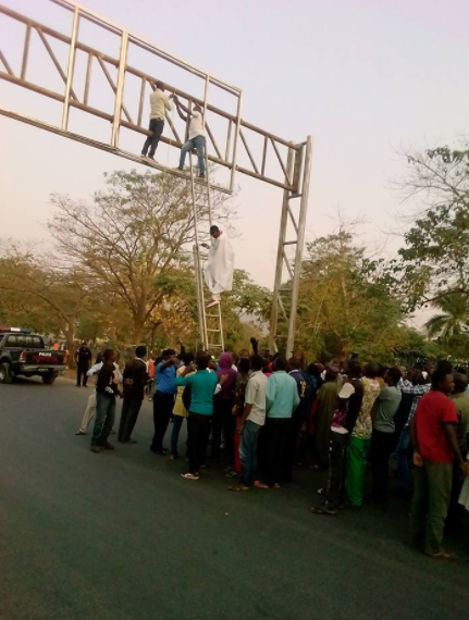 Nigerian man with a presidential aspirant poster prevented from suicide in Abuja