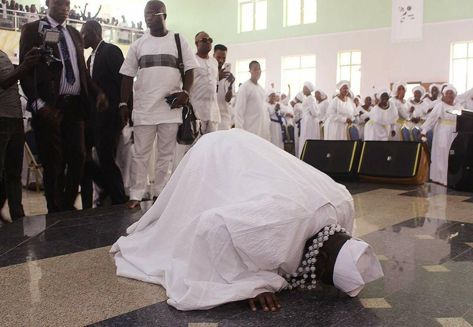 Photos: Newly Installed Aare Ona Kakanfo Of Yorubaland, Gani Adams Rolls On The Floor During ThanksgivingIn Church