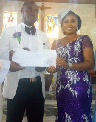 Nigerian couple hold simple wedding on a weekday with only 7 guests