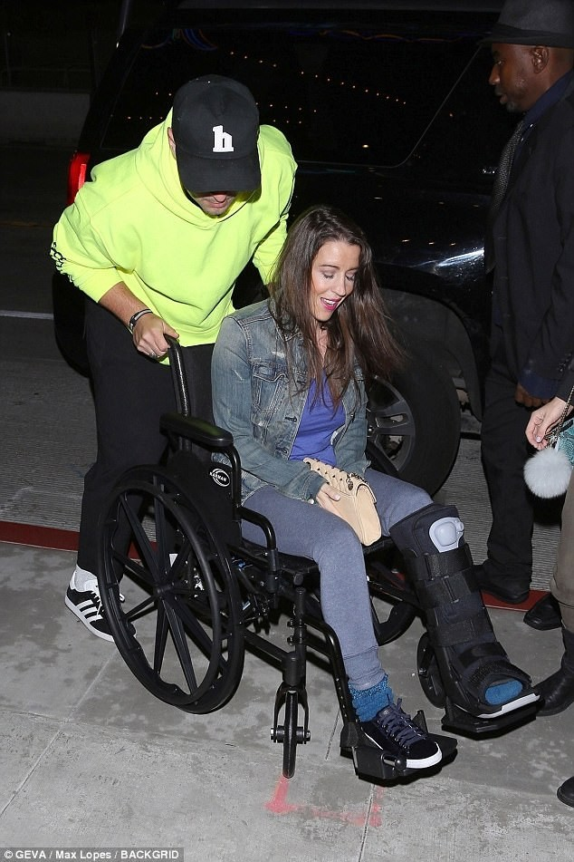 Reformed bad boy!Justin Bieber takes his injured mom on wheelchair to church (Photos)