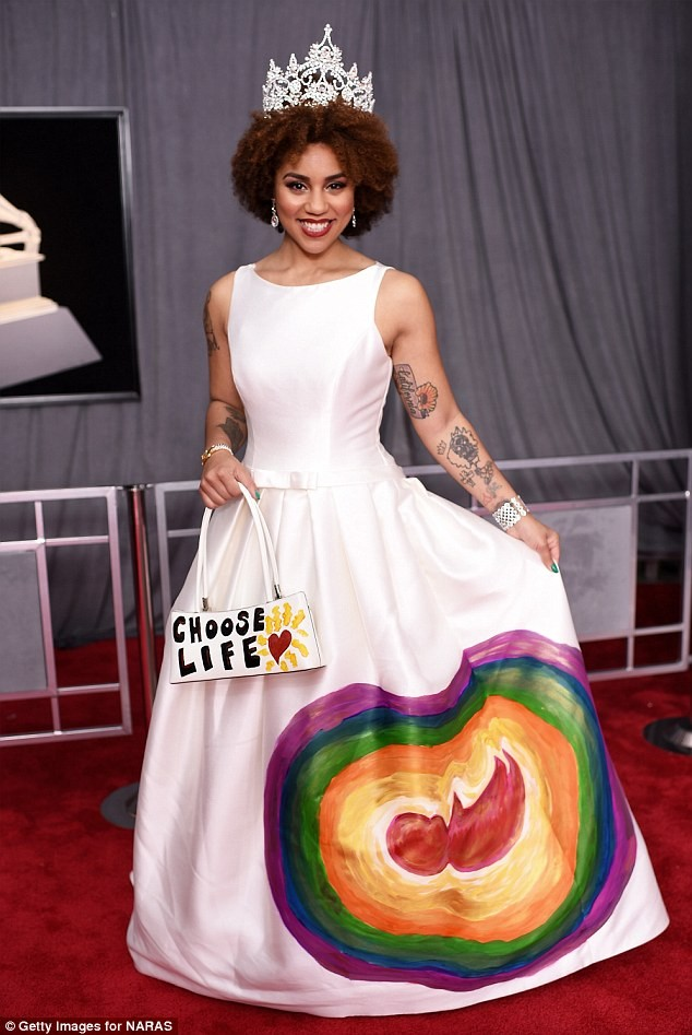 Donald Trump supporter and singer Joy Villa wears an anti-abortion dress painted with a picture of a FETUS to the Grammys (Photos)