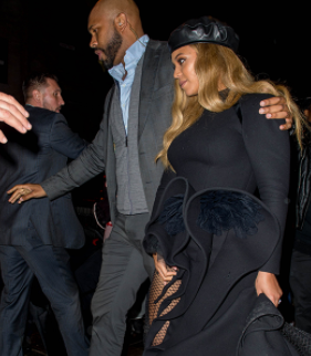 Anything wrong with these photos of Beyonce and her bodyguard, Julius de Boer?