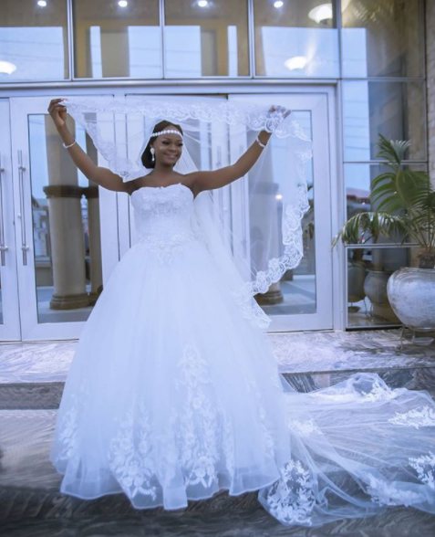 Olajumoke and Oluwatobi, two people who gained fame after photobombing viral photos, are gorgeous in wedding themed photoshoot