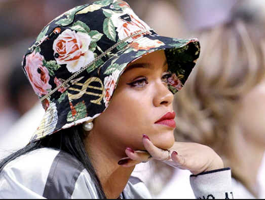 Religious groups in Senegal bans Rihanna from visiting the country after accusing her?of being ?Illuminati