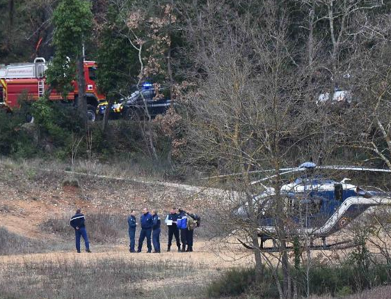 5 people die after two army helicopters collide in France
