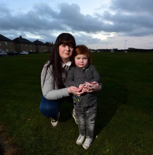 Boy, 3, manages to walk out of nursery sch. and walks half-mile home without staff realizing it