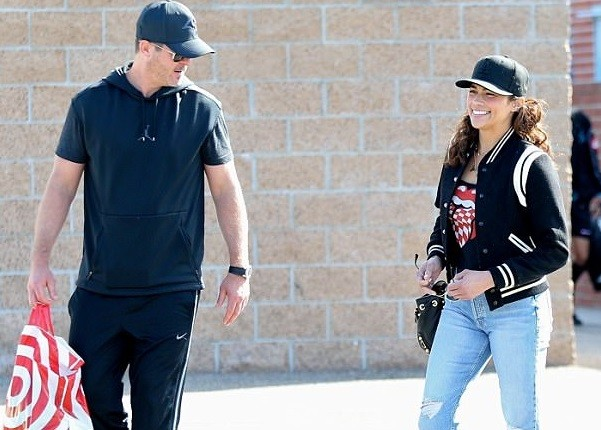 Estranged couple: Robin Thicke and Paula Patton reunite after ending their custody battle (Photos)
