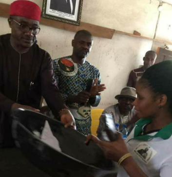 Photos: Senator Ohuabunwa empowers members of his constituency with frying pans, camp gas in Abia