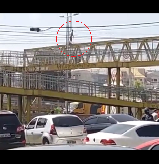 Young boy leaves a message on Facebook then jumps off a bridge (video)
