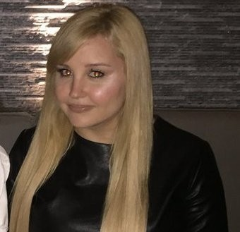 Former actress Amanda Bynes posts first photo in almost a year. See what she looks like now...